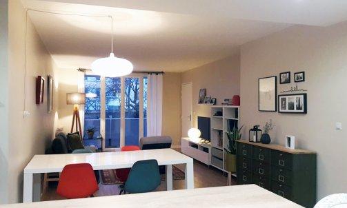 Dans l'espace salon / salle à manger, les murs ont été peints en Beige Glaise CH1 0976 (Seigneurie), un ton à la fois chaud et lumineux.