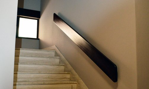 Revêtement TEXDECOR, collection DUNE, référence 9023 93 02 dans la partie escaliers.