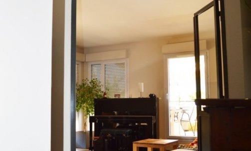 L'apport de la nouvelle verrière permet de baigner le couloir de lumière et d'offrir de nouvelles perspectives visuelles.