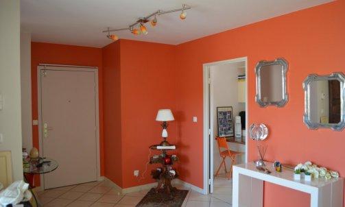 L'entrée donne le ton, Orange Vernia CH1 0665 (Seigneurie).